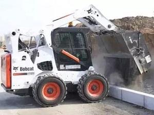 山猫滑移装载机在环氧地坪施工中的应用