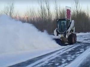 效率高效果好——山猫滑移装载机路面养护应用